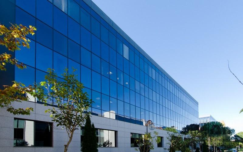 Fachada edificio de oficinas