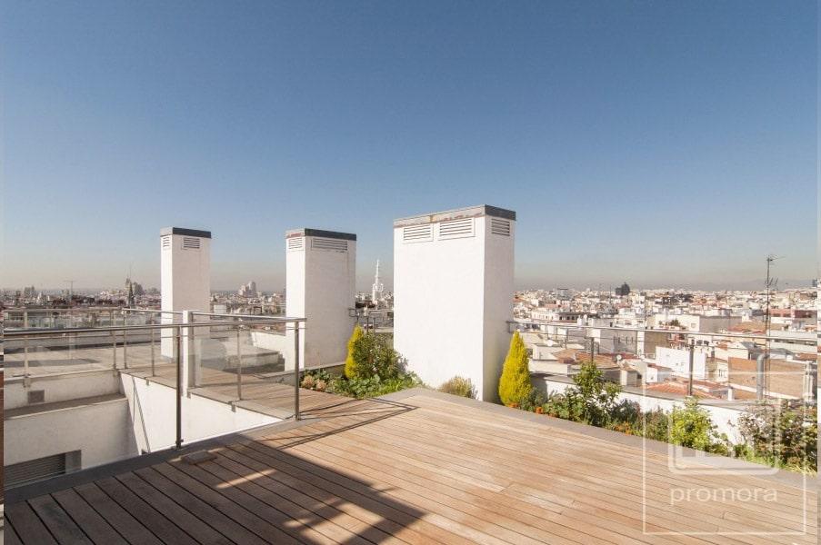 Terraza en la azotea con vistas a Madrid