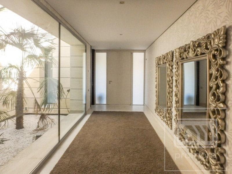Hall de entrada de casas modernas casa moderna con for Decorar entrada chalet