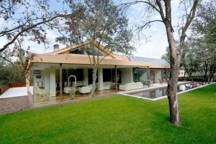 Casas de lujo modernas blog de inmobiliaria promora for Casas con piscina y jardin de lujo
