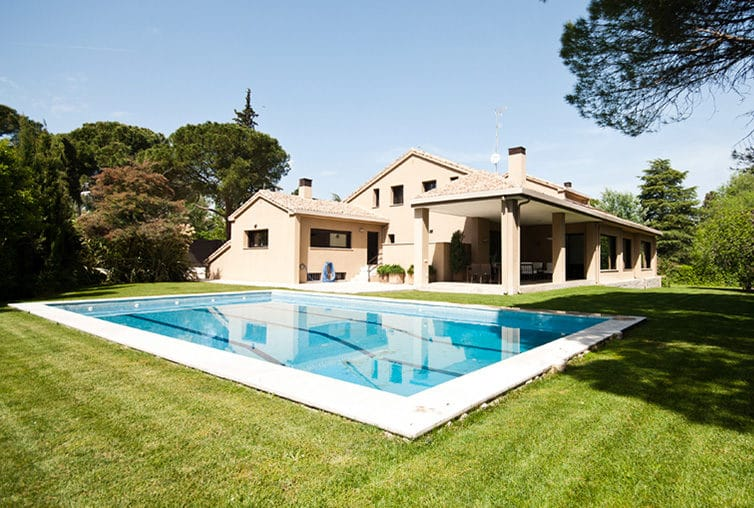 Piscina chalet en Madrid