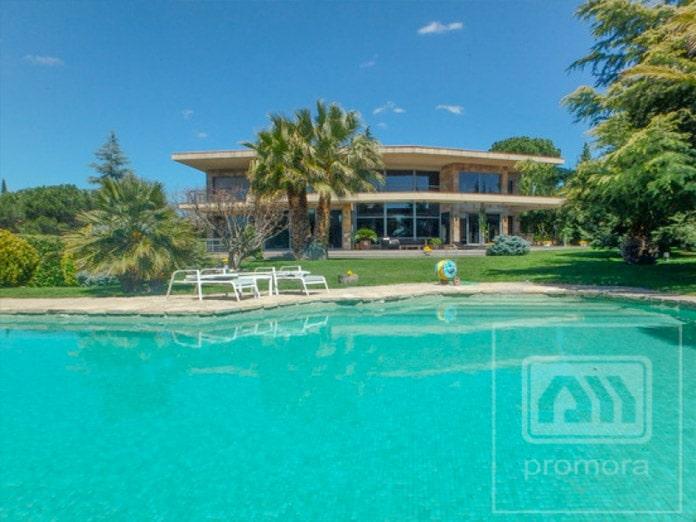 10 piscinas en chalets de madrid blog de inmobiliaria