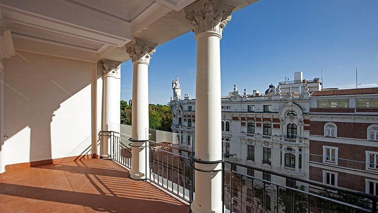 Otra de las terrazas del ático más caro de Madrid